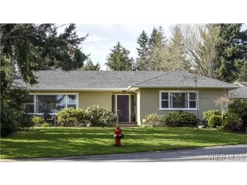 Main Photo: 2235 Tashy Pl in VICTORIA: SE Arbutus House for sale (Saanich East)  : MLS®# 723020