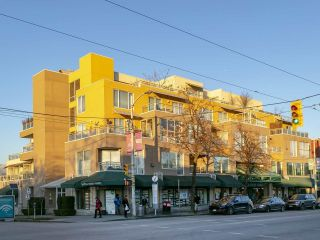 """Photo 1: 403 1978 VINE Street in Vancouver: Kitsilano Condo for sale in """"THE CAPERS BUILDING"""" (Vancouver West)  : MLS®# R2593406"""