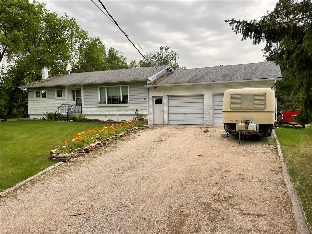 Main Photo: 31 2 ND Avenue South in Ashern: RM of West Interlake Residential for sale (R19)  : MLS®# 202114070