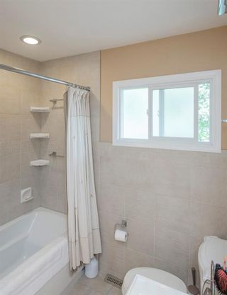 Photo 20: 127 Wedgewood Drive SW in Calgary: Wildwood Detached for sale : MLS®# A1056789