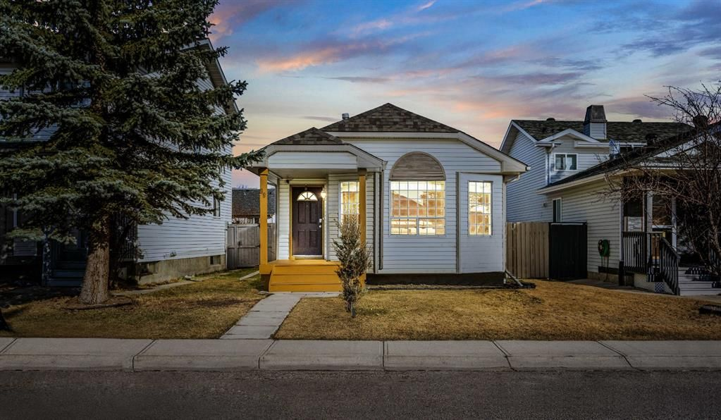 Main Photo: 99 Coverdale Way NE in Calgary: Coventry Hills Detached for sale : MLS®# A1089878