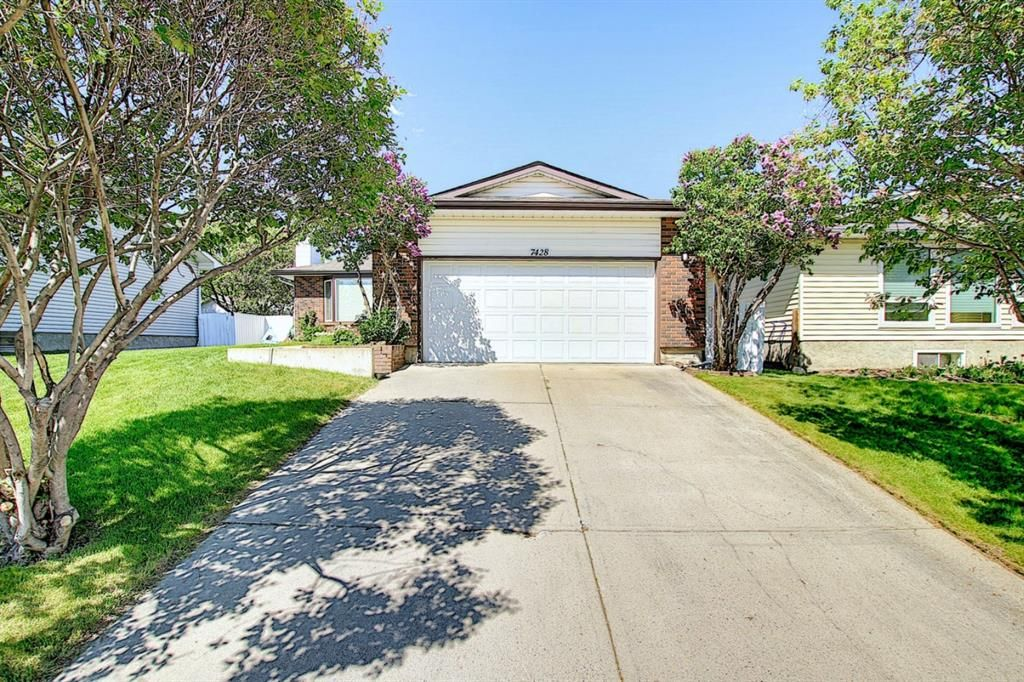 Main Photo: 7428 Silver Hill Road NW in Calgary: Silver Springs Detached for sale : MLS®# A1107794
