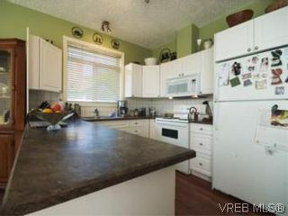 Photo 4: 655 Grenville Ave in VICTORIA: Es Rockheights Half Duplex for sale (Esquimalt)  : MLS®# 504942