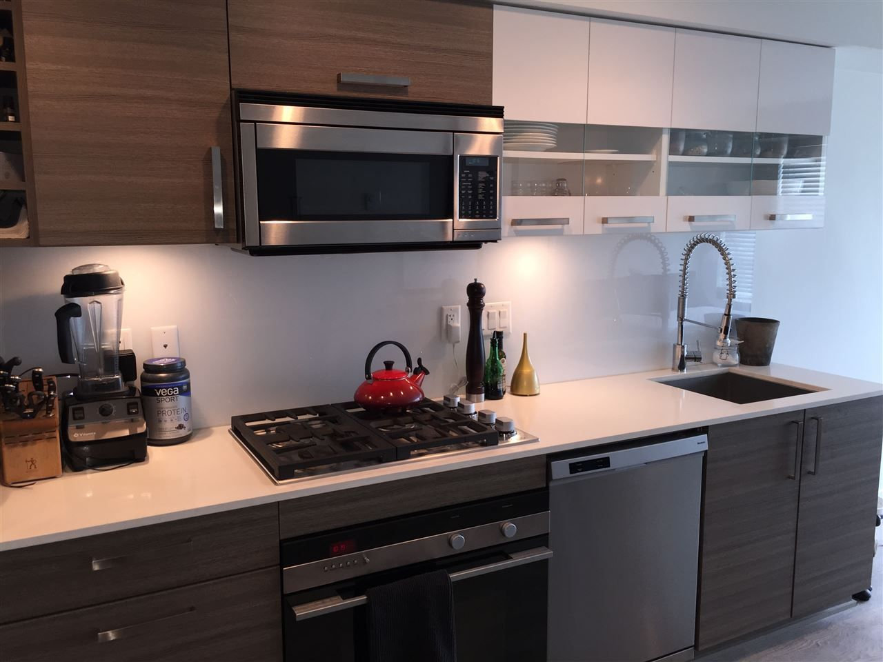 """Photo 2: Photos: 202 2858 W 4TH Avenue in Vancouver: Kitsilano Condo for sale in """"Kits West"""" (Vancouver West)  : MLS®# R2085977"""