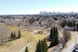 Photo 3: 2830 18 Street NW in Calgary: Capitol Hill Detached for sale : MLS®# A1098652