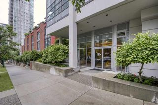 "Photo 3: 804 1211 MELVILLE Street in Vancouver: Coal Harbour Condo for sale in ""THE RITZ"" (Vancouver West)  : MLS®# R2538480"