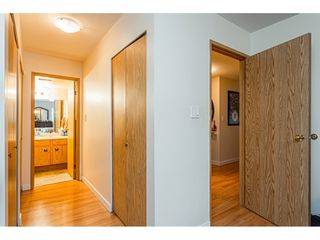 """Photo 12: 108 33850 FERN Street in Abbotsford: Central Abbotsford Condo for sale in """"Fernwood Manor"""" : MLS®# R2430522"""