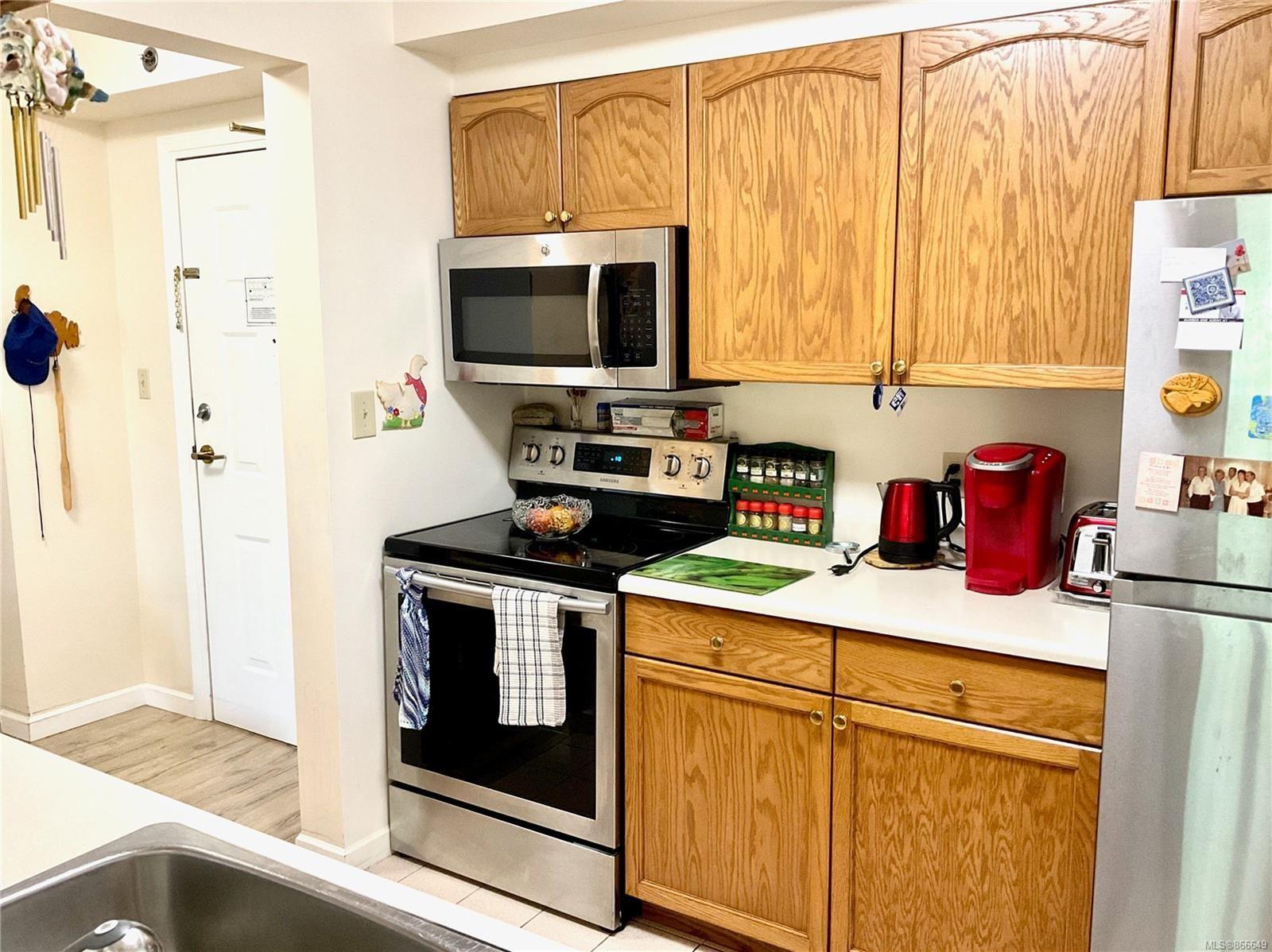 Photo 10: Photos: 308 3969 Shelbourne St in : SE Lambrick Park Condo for sale (Saanich East)  : MLS®# 866649