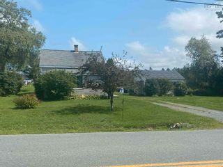 Photo 2: 131 Hirtle Road in Middlewood: 405-Lunenburg County Residential for sale (South Shore)  : MLS®# 202121856