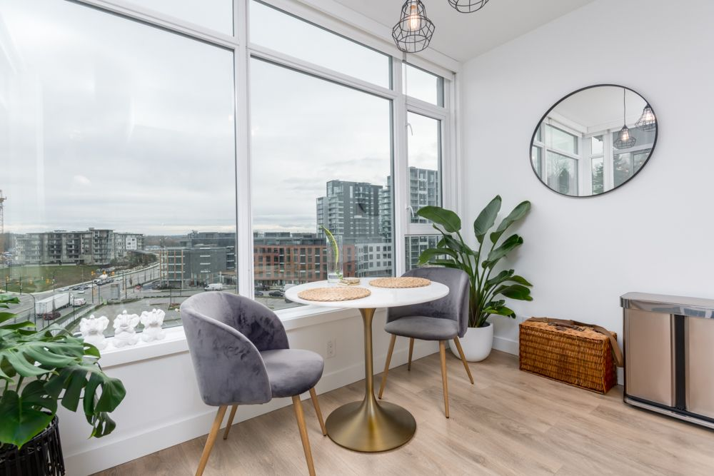 """Main Photo: 709 3557 SAWMILL Crescent in Vancouver: South Marine Condo for sale in """"ONE TOWN CENTRE"""" (Vancouver East)  : MLS®# R2430405"""