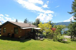 Photo 7: 7633 Squilax Anglemont Road: Anglemont House for sale (North Shuswap)  : MLS®# 10233439