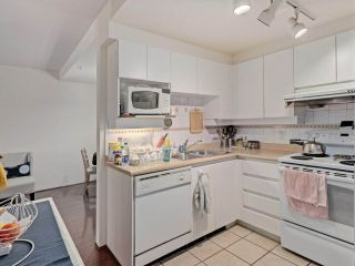 """Photo 10: 2 8297 SABA Road in Richmond: Brighouse Townhouse for sale in """"Rosario Gardens"""" : MLS®# R2486325"""