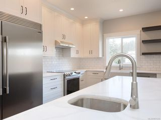 Photo 4: 924 Blakeon Pl in : La Olympic View House for sale (Langford)  : MLS®# 861335