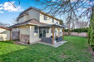 """Photo 8: 6219 189TH STREET Street in Surrey: Cloverdale BC House for sale in """"Eaglecrest"""" (Cloverdale)  : MLS®# R2549565"""