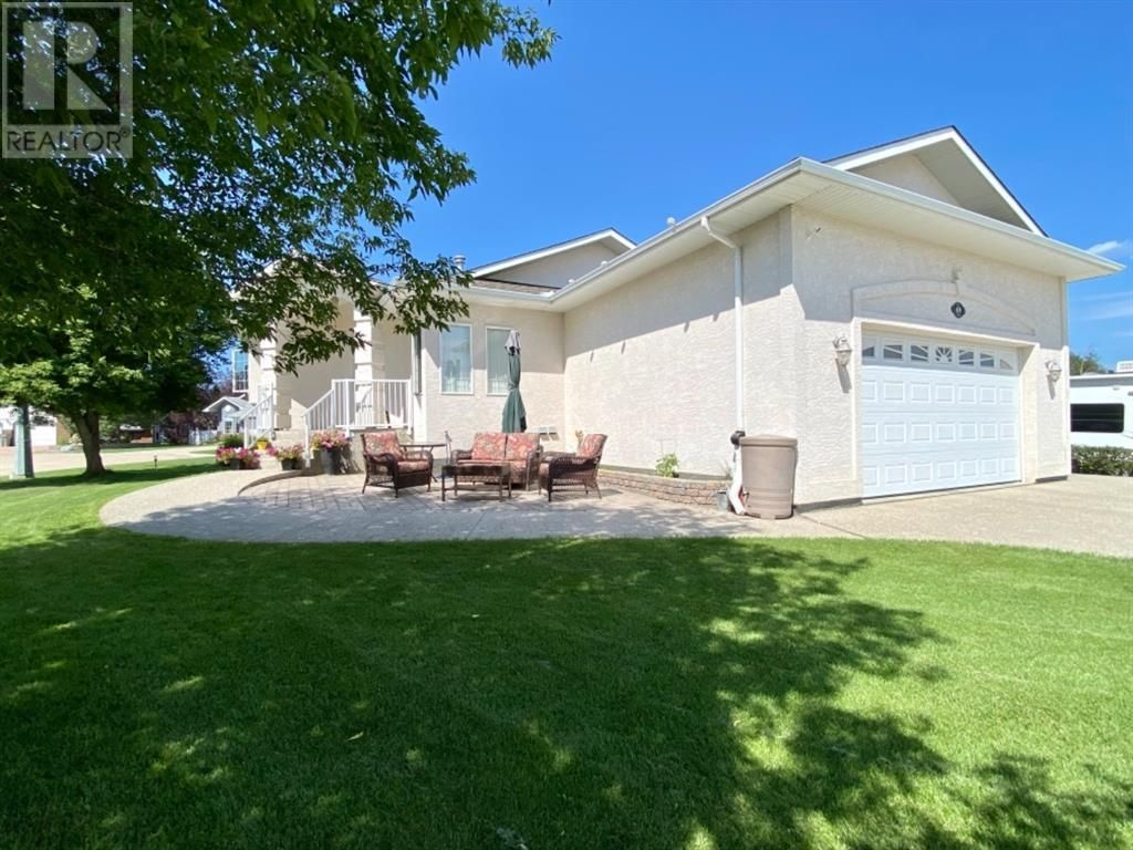 Main Photo: 69 Park Circle in Whitecourt: House for sale : MLS®# A1135959