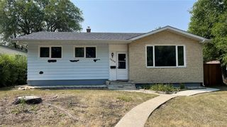 Photo 1: 1006 Fleming Avenue in Winnipeg: East Kildonan Residential for sale (3B)  : MLS®# 202117688