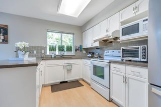 """Photo 5: 35 1216 JOHNSON Street in Coquitlam: Scott Creek Townhouse for sale in """"Wedgewood Hills"""" : MLS®# R2603904"""