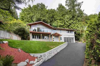 Photo 1: 3907 BAYRIDGE Place in West Vancouver: Bayridge House for sale : MLS®# R2560542