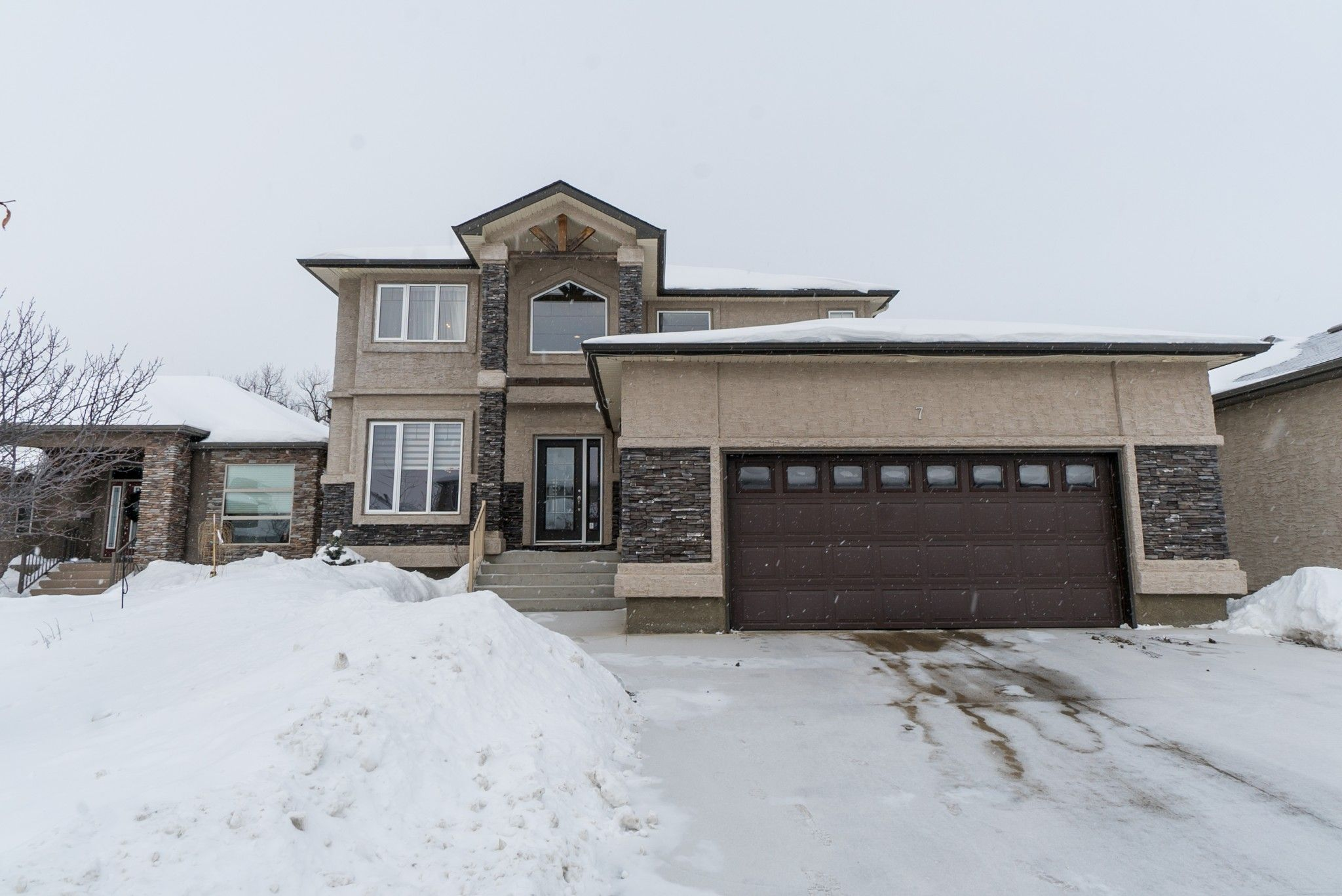 Main Photo: 7 River Valley Drive | Royalwood Winnipeg