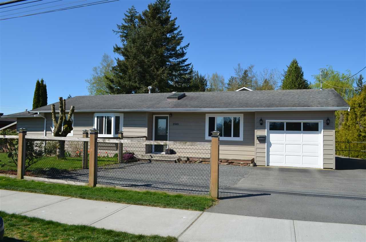 Main Photo: 2549 ROSS Road in Abbotsford: Aberdeen House for sale : MLS®# R2569446