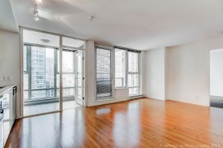 """Photo 1: 1705 111 W GEORGIA Street in Vancouver: Downtown VW Condo for sale in """"SPECTRUM"""" (Vancouver West)  : MLS®# R2136148"""