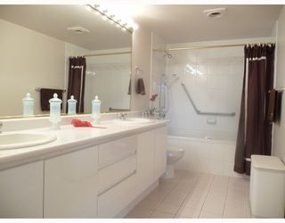 """Photo 8: 201 5899 WILSON Avenue in Burnaby: Central Park BS Condo for sale in """"PARAMOUNT TOWER TWO"""" (Burnaby South)  : MLS®# V785753"""