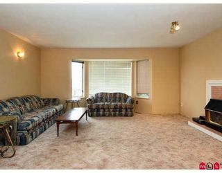Photo 3: 16015 89A Avenue in Surrey: Fleetwood Tynehead House for sale : MLS®# F2809445