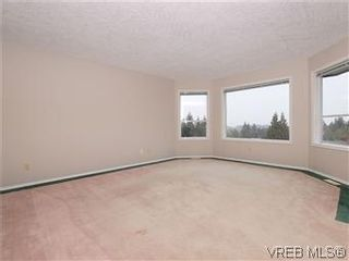 Photo 4: 3334 Haida Dr in VICTORIA: Co Triangle House for sale (Colwood)  : MLS®# 595040