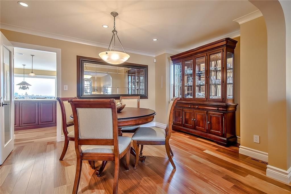 Photo 5: Photos: 153 SIGNATURE Close SW in Calgary: Signal Hill Detached for sale : MLS®# C4283177