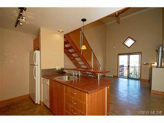 Photo 1: 405 555 Chatham St in VICTORIA: Vi Downtown Condo for sale (Victoria)  : MLS®# 677342