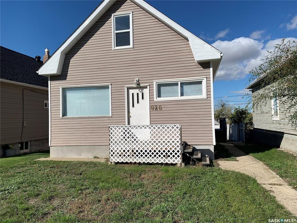 Main Photo: 926 Lillooet Street West in Moose Jaw: Westmount/Elsom Residential for sale : MLS®# SK871383