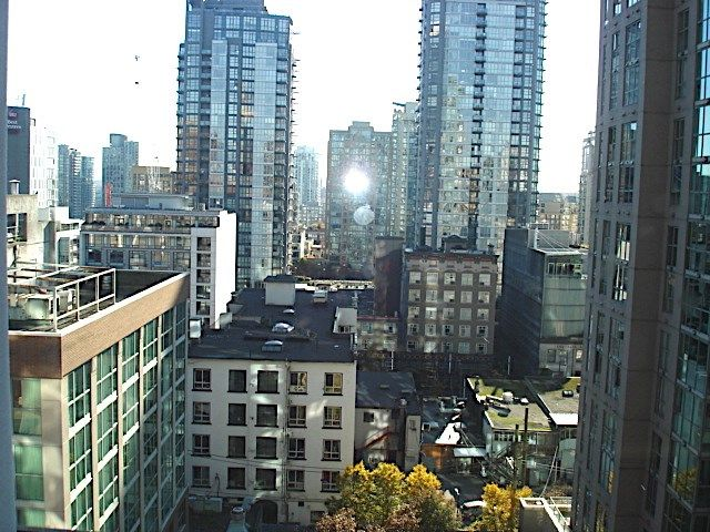 """Main Photo: 1105 1189 HOWE Street in Vancouver: Downtown VW Condo for sale in """"Genisis"""" (Vancouver West)  : MLS®# R2416331"""