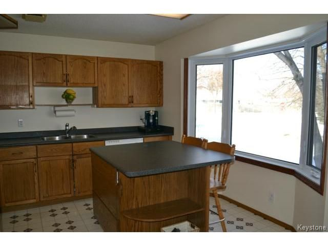 Photo 7: Photos: 10 Carriage House Road in WINNIPEG: St Vital Residential for sale (South East Winnipeg)  : MLS®# 1504404