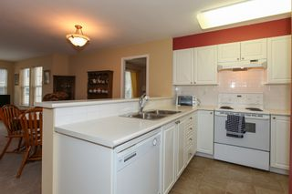 "Photo 9: 403 1363 56TH Street in Tsawwassen: Cliff Drive Condo for sale in ""WINDSOR WOODS"" : MLS®# V985604"