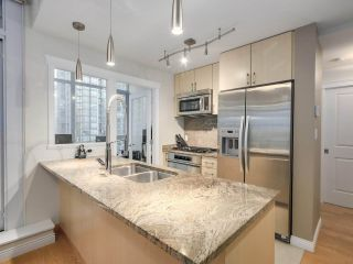 """Photo 5: 1202 1211 MELVILLE Street in Vancouver: Coal Harbour Condo for sale in """"The Ritz"""" (Vancouver West)  : MLS®# R2223413"""