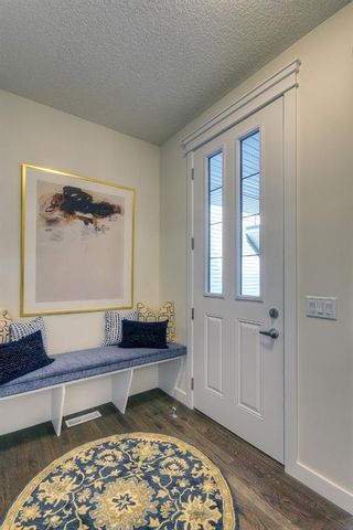 Photo 2: 13 Crestbrook Way SW in Calgary: Crestmont Detached for sale : MLS®# A1140042