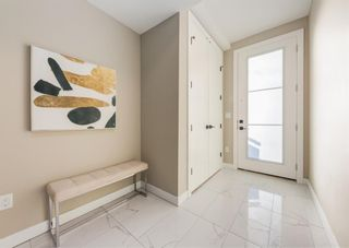 Photo 2: 1956 19 Street NW in Calgary: Banff Trail Row/Townhouse for sale : MLS®# A1071030