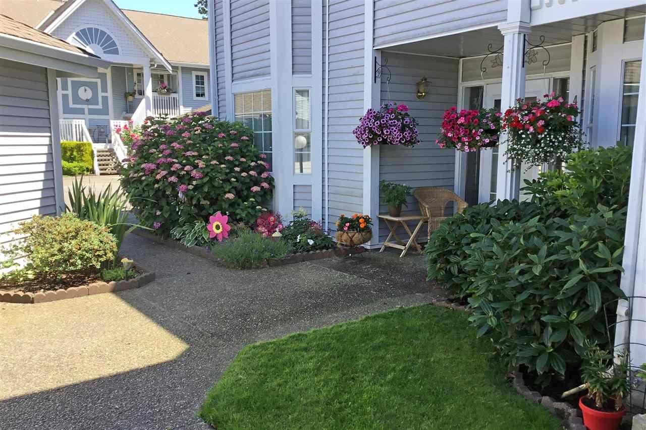 "Main Photo: 401 9119 154 Street in Surrey: Fleetwood Tynehead Townhouse for sale in ""Lexington"" : MLS®# R2456508"
