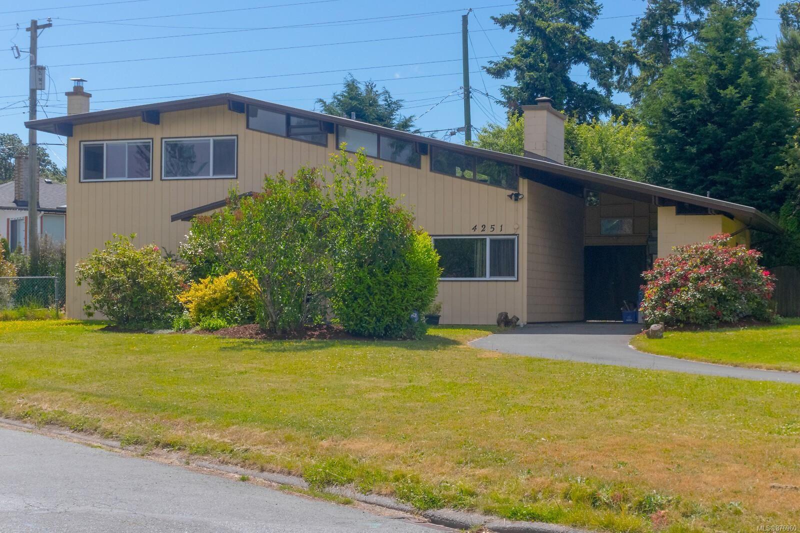 Main Photo: 4251 Springridge Cres in : SW Northridge House for sale (Saanich West)  : MLS®# 876960