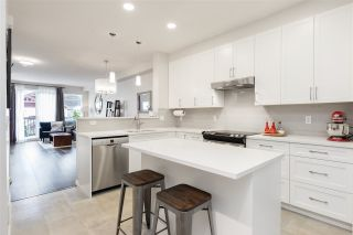 Photo 3: 40 15 FOREST PARK WAY in Port Moody: Heritage Woods PM Townhouse for sale : MLS®# R2488383