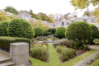 """Photo 26: 202 2668 ASH Street in Vancouver: Fairview VW Condo for sale in """"CAMBRIDGE GARDENS"""" (Vancouver West)  : MLS®# R2510443"""