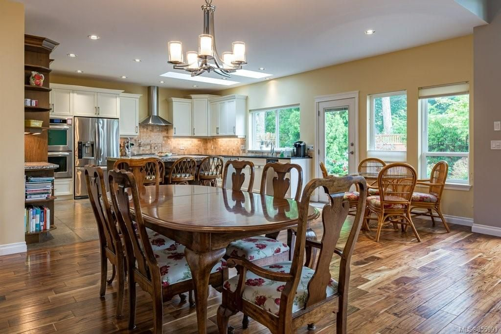 Photo 6: Photos: 1258 Potter Pl in : CV Comox (Town of) House for sale (Comox Valley)  : MLS®# 855993