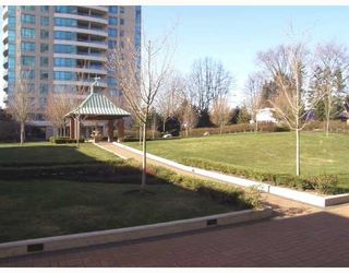 """Photo 8: 103 6659 SOUTHOAKS Crescent in Burnaby: Middlegate BS Condo for sale in """"GEMINI II"""" (Burnaby South)  : MLS®# V690763"""