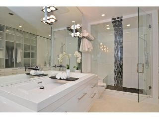 """Photo 14: 598 W 24TH Avenue in Vancouver: Cambie House for sale in """"DOUGLAS PARK"""" (Vancouver West)  : MLS®# V1125988"""