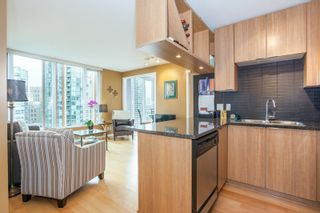 """Photo 6: 1604 1010 RICHARDS Street in Vancouver: Yaletown Condo for sale in """"The Gallery"""" (Vancouver West)  : MLS®# R2204438"""