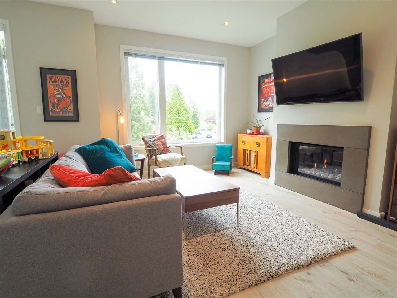 "Main Photo: 9 41488 BRENNAN Road in Squamish: Brackendale 1/2 Duplex for sale in ""RIVENDALE"" : MLS®# R2457979"