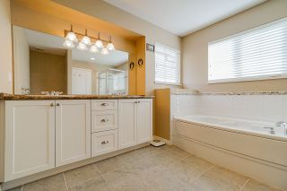 """Photo 14: 6955 196A Street in Langley: Willoughby Heights House for sale in """"Camden Park"""" : MLS®# R2446076"""