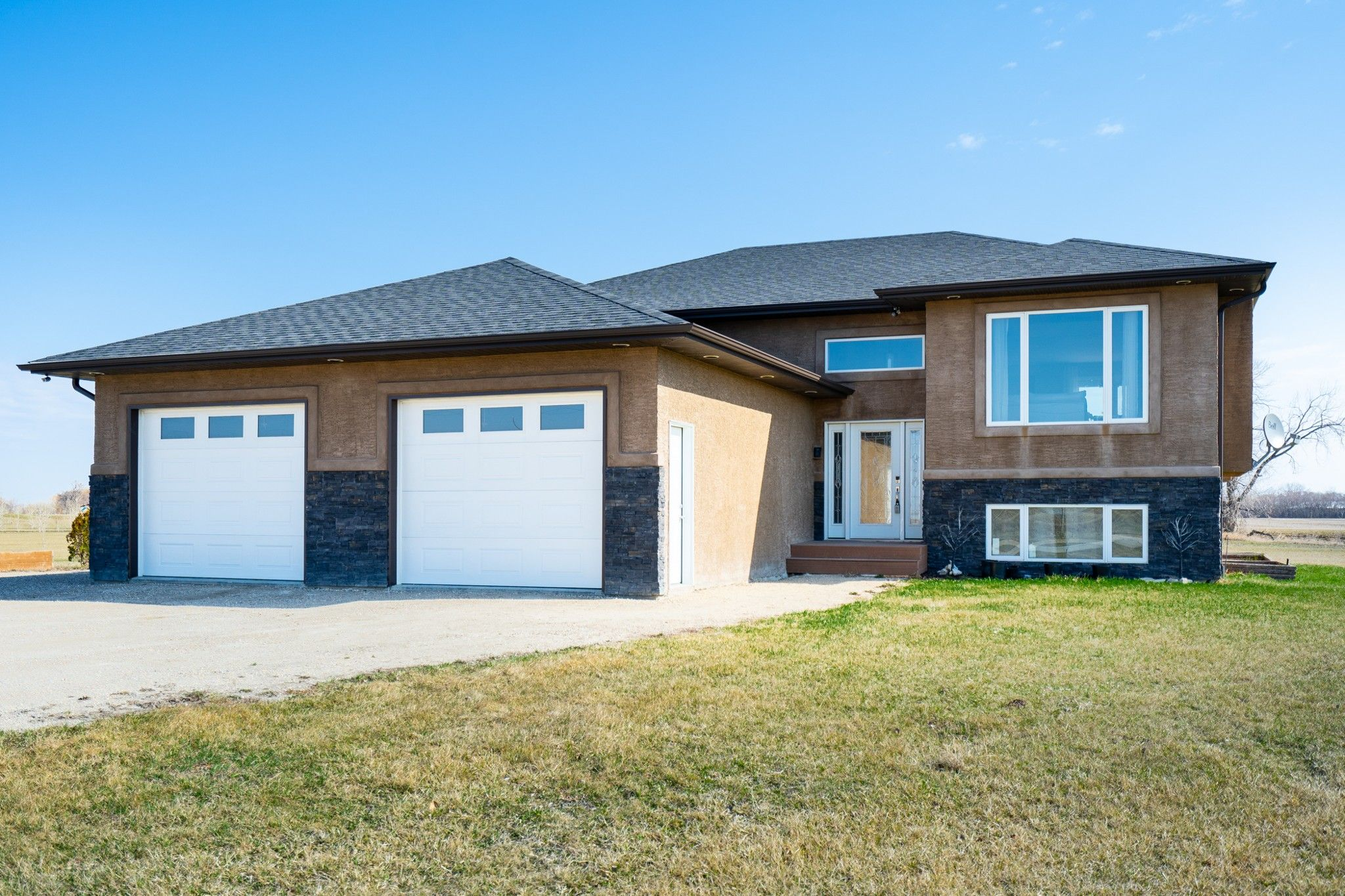 Main Photo: 44110 East Mun 26 Road in Linden: House for sale (R05)  : MLS®# 1909788