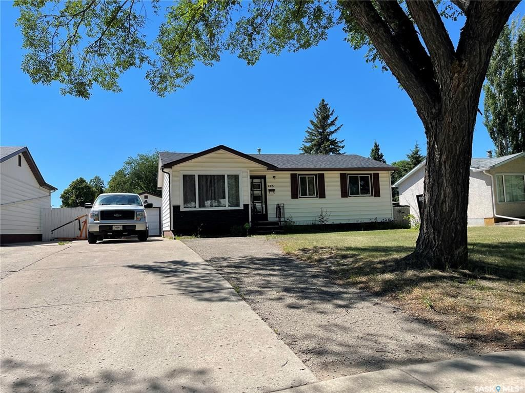 Main Photo: 1321 W Avenue North in Saskatoon: Westview Heights Residential for sale : MLS®# SK850379