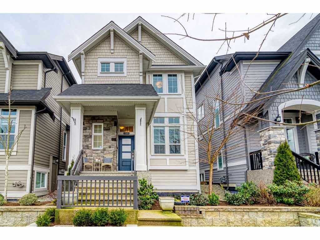 Main Photo: 15880 MOUNTAIN VIEW Drive in Surrey: Grandview Surrey House for sale (South Surrey White Rock)  : MLS®# R2539204